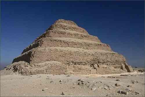 Kiến trúc Ai cập cổ đại và những công trình vĩ đại -Kim tự tháp bậc thang của Djoser