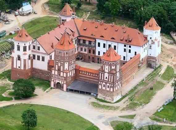 Những công trình kiến trúc Gothic nổi tiếng toàn thế giới -Lâu đài Mir