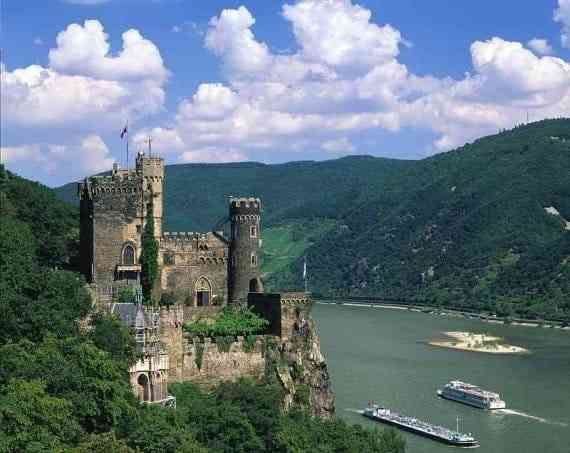 Những công trình kiến trúc Gothic nổi tiếng toàn thế giới - Lâu đài Burg Rheinstei