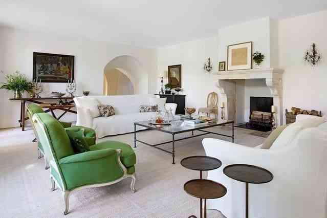 Trang trí phòng khách độc đáo với bộ sofa màu xanh tươi mát - trang tri phong khach doc dao voi bo sofa mau xanh tuoi mat 1