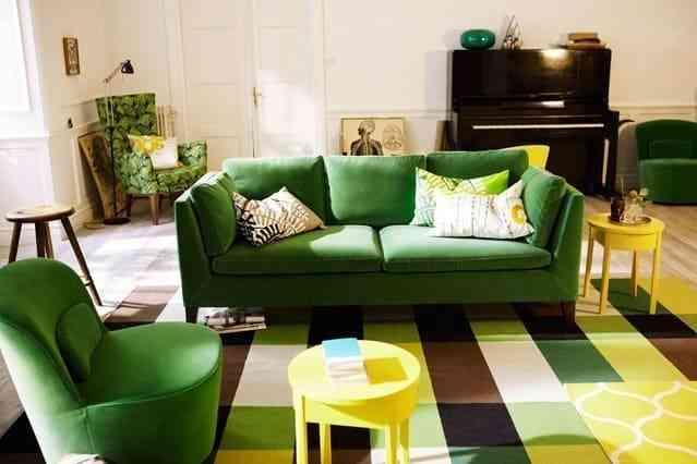 Trang trí phòng khách độc đáo với bộ sofa màu xanh tươi mát - Màu tường