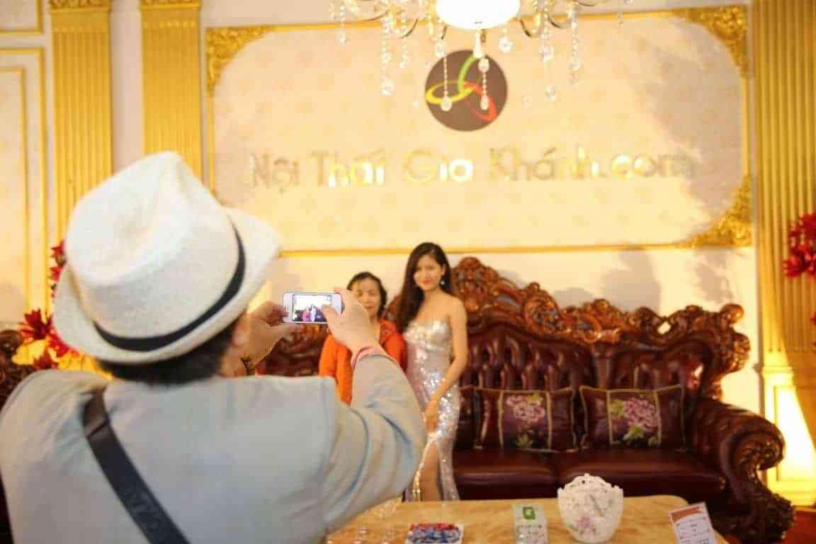 Vietbuild 2017: Bộ Sofa tân cổ điển nhập khẩu lớn nhất VN - vietbuild 2017 bo sofa tan co dien nhap khau lon nhat vn 3