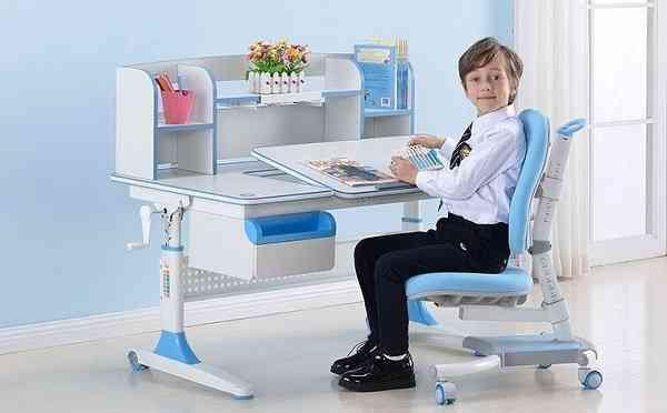 Bộ bàn ghế học thông minh cho bé được các phụ huynh tin dùng (01)