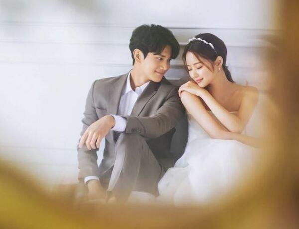 10 cách tạo dáng chụp ảnh cưới trong phòng