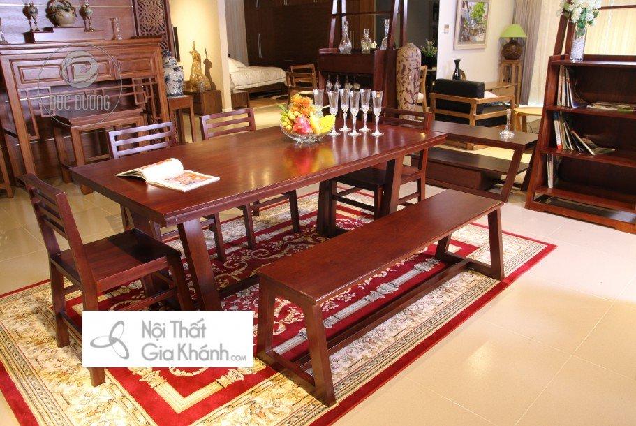 Bộ bàn ghế ăn với 4 ghế tựa và 1 ghế dài