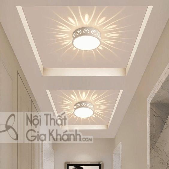 Mẫu đèn ốp trần này sẽ làm không gian phòng khách trở nên lung linh hơn.