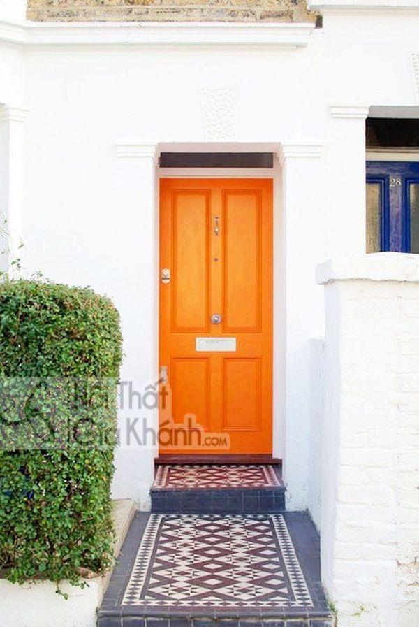 Cửa nhà màu cam vàng