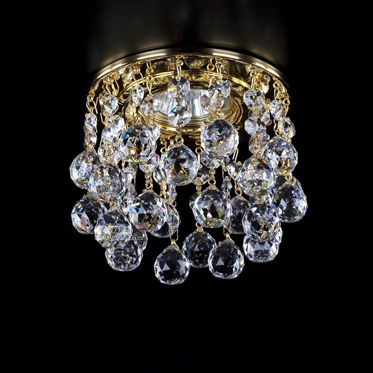 Mẫu đèn chùm pha lê cao cấp cho không gian thêm sang trọng - mau den pha le cao cap cho khong gian them sang trong 2