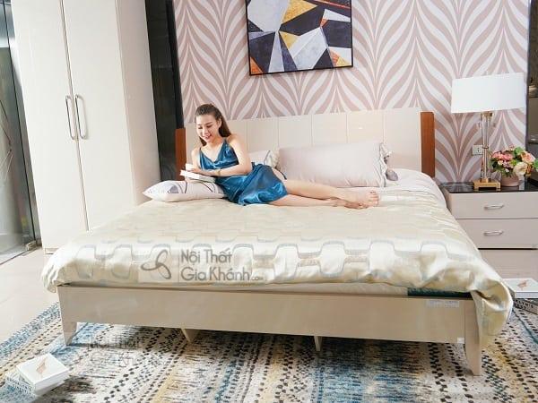 giường ngủ màu trắng thanh lịch