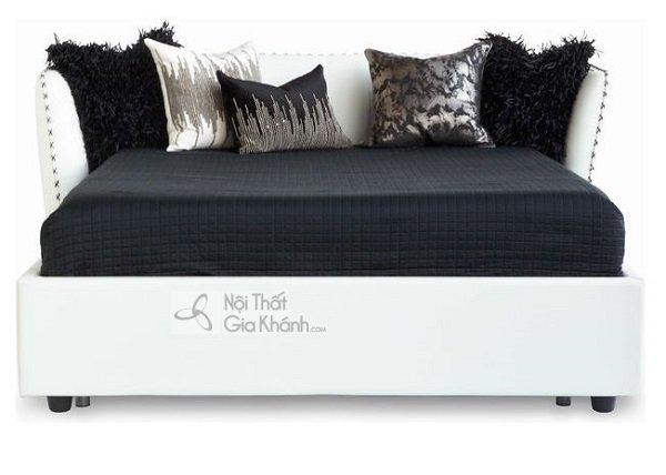 Giường ngủ trắng có đệm đen nổi bật