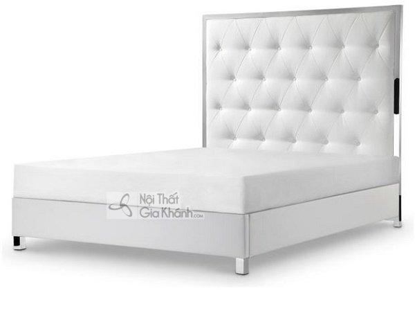 giường ngủ trắng có đầu giường cao ấn tượng