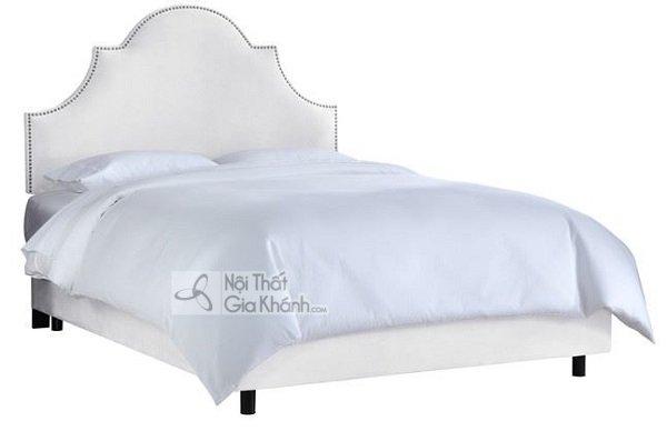 giường trắng dáng tân cổ điển