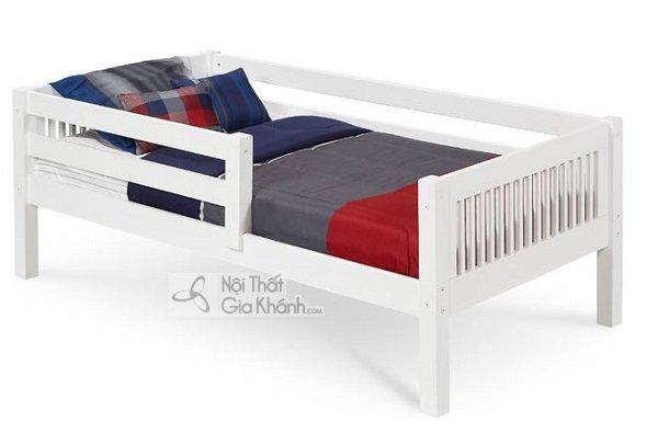giường trắng nhỏ gọn cho em bé