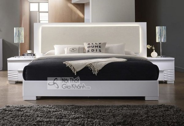 giường trắng gọn gàng