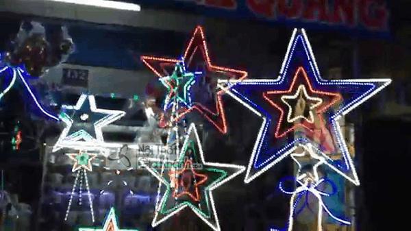 Nhìn mẫu đèn trang trí noel này, cứ ngỡ giáng sinh đã về đến ngõ! - nhin mau den trang tri noel nay cu ngo giang sinh da ve den ngo 1