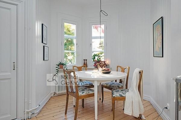 """Đây rồi cách chọn bàn ăn cho phòng bếp nhỏ để """"cơi nới"""" thêm không gian - day roi cach chon ban an cho phong bep nho de coi noi them khong gian 5"""