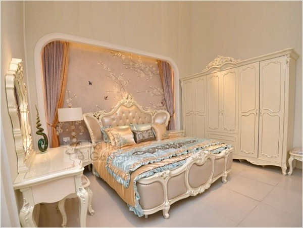 Đường nét trong phòng ngủ có giường ngủ tân cổ điển