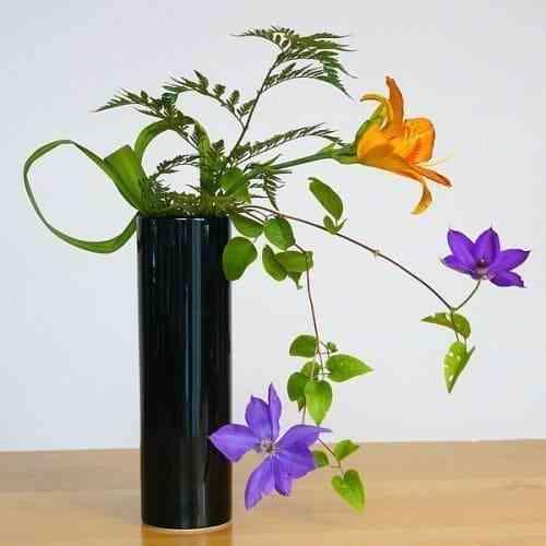 Top 10 mẫu bình hoa đẹp, đơn giản mà trang trọng theo nghệ thuật sắp đặt - Top 10 binh hoa dep 4