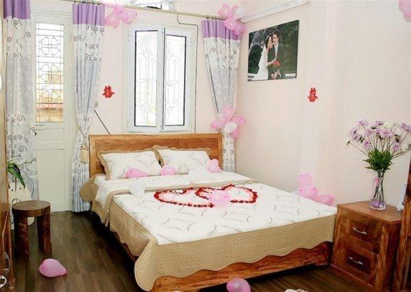 Cách trang trí phòng cưới bằng bóng bay và hoa hồng lãng mạn nhất - bong bay phong cuoi