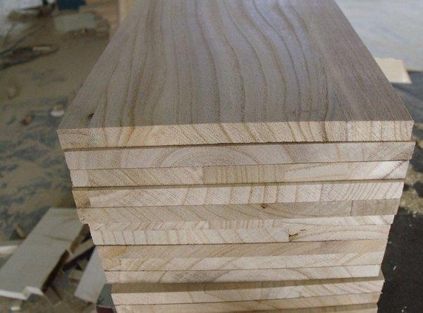 Thớ của gỗ dổi thường rất mịn, chắc và dai