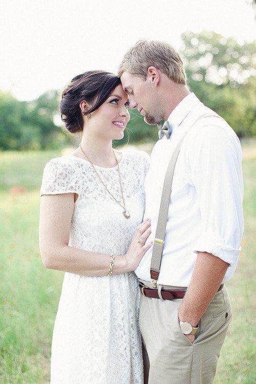 Chia sẻ các cách tạo dáng chụp ảnh cưới sao cho đẹp - cham khe vao nhau