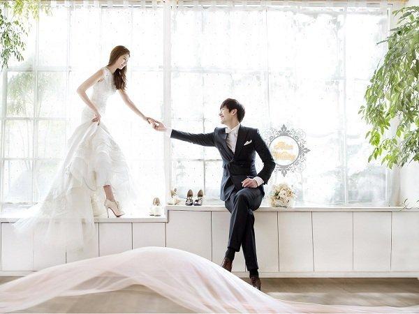 10 tạo dáng chụp ảnh cưới trong studio - dong tac doi