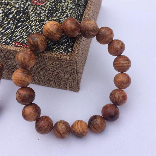 gỗ huynh đàn tỏa ra mùi hương đặc trưng