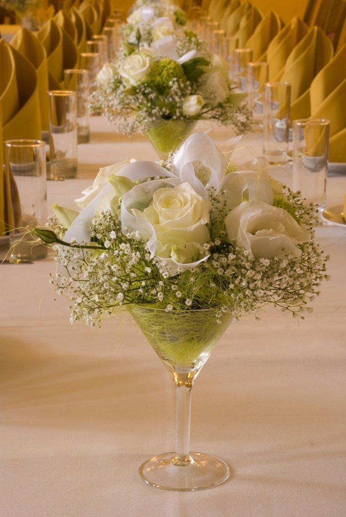 Cách trang trí bàn ăn gia đình và bàn ăn decor tiệc cưới trang trọng và đẹp - hoa hong