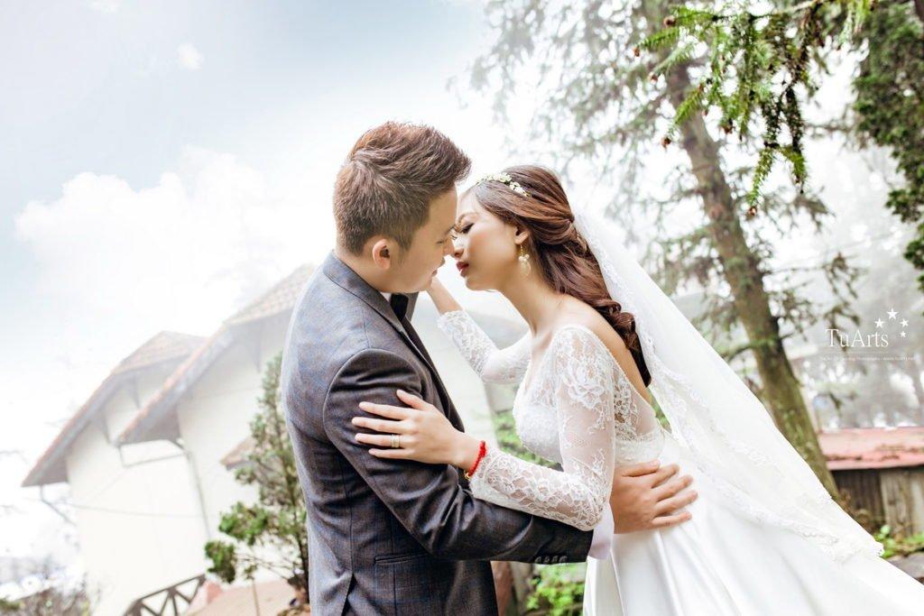 Chia sẻ các cách tạo dáng chụp ảnh cưới sao cho đẹp - mui cham mui 1