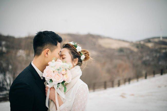 Chia sẻ các cách tạo dáng chụp ảnh cưới sao cho đẹp - nu hon giau kin