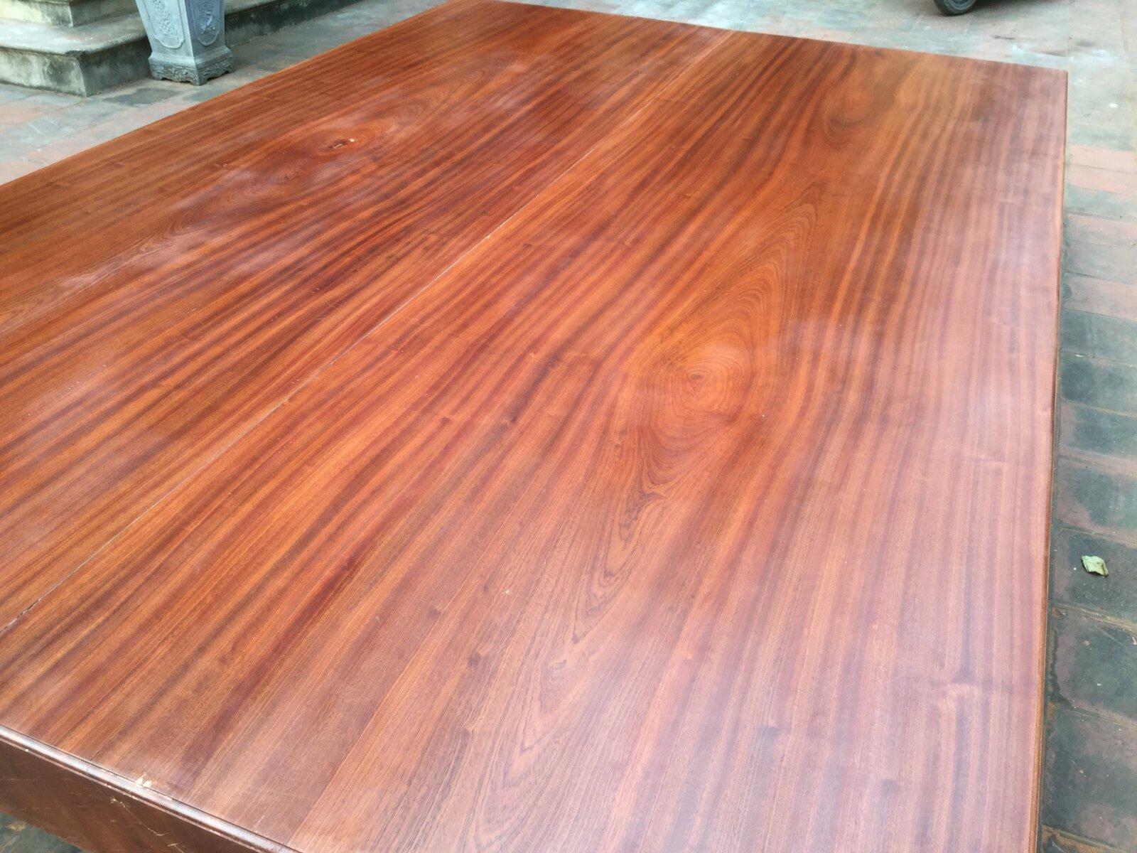Gỗ giáng hương có độ bền cao, đường vân thớ gỗ mang màu đẹp