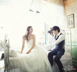 10 cách tạo dáng chụp ảnh cưới trong phòng - tan huong tung khoanh khac