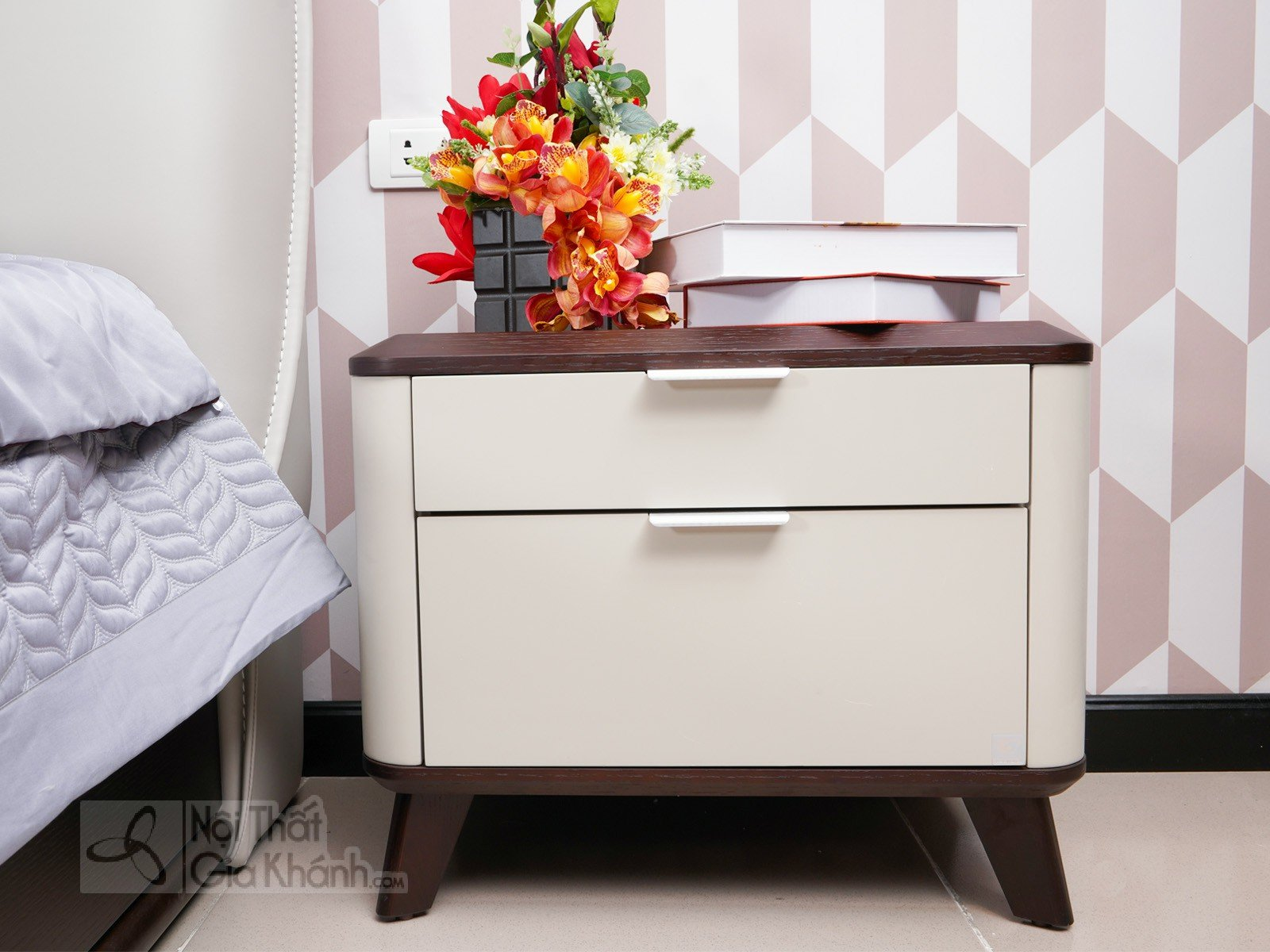 Tủ đầu giường gỗ hiện đại nhập khẩu TA1801