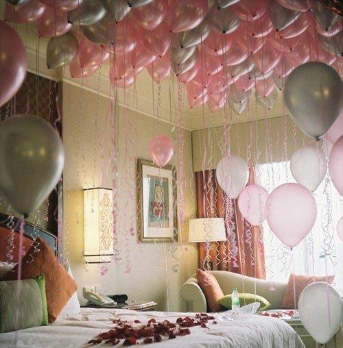 Cách trang trí phòng cưới bằng bóng bay và hoa hồng lãng mạn nhất - tha bong bay