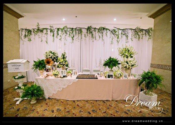 Cách trang trí bàn ăn gia đình và bàn ăn decor tiệc cưới trang trọng và đẹp - trang xanh