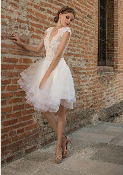 váy cưới ngắn cổ chữ V