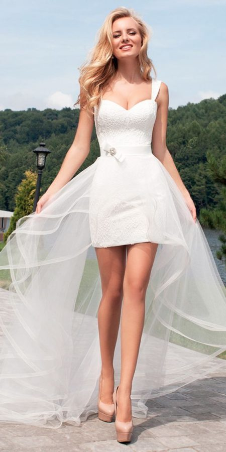 váy cưới ngắn đuôi voan